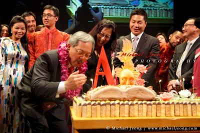 SF Mayor Ed Lee blows out the candles on his cake