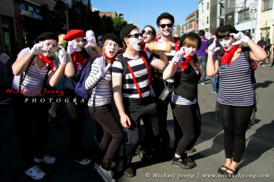 I got no answer from these guys when I asked them to pose, guess they're just mimes.