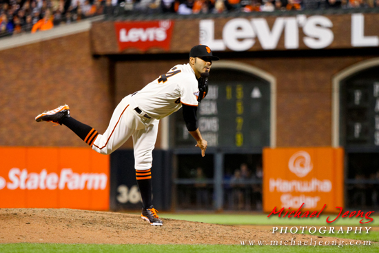 Sergio Romo picks up his 5th save of the season.