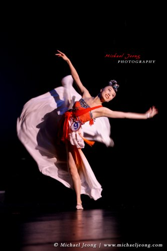Mengying Liu elegantly dances for her talent.
